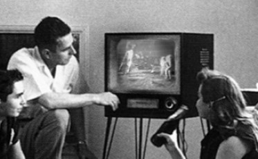 Family_watching_television_1958_800x494